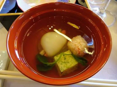 椀物「花びら餅 蟹玉 若草玉締め 鶴菜 口、柚子」