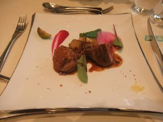 国産牛ヒレ肉とトリュフを詰めた岡崎おうはん鶏