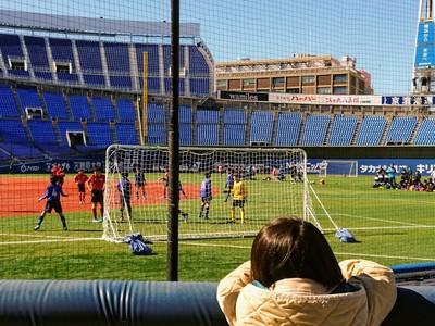 ハマスタでサッカー