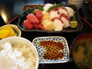 さしみ三種盛り定食(900円)