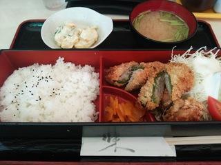 ピーマンの肉詰めととり唐定食(800円)