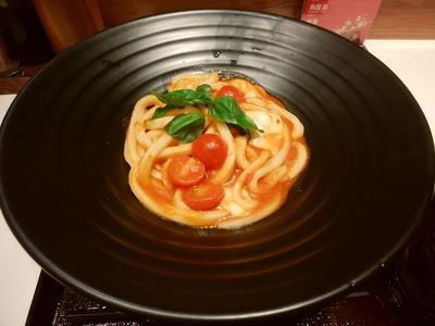 トマト・モッツァレラチーズとバジルのうどん