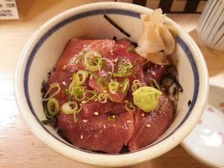 まぐろ丼(630円)