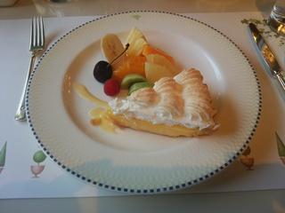 ケーキと季節のフルーツ盛り合わせ(1,730円)