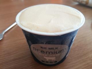 アイスミルク(330円)