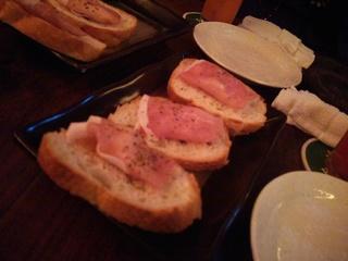 クリームチーズと生ハムのブルスケッタ