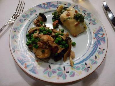 白身魚のバジルクリームソースと帆立貝のソテー、野菜添え