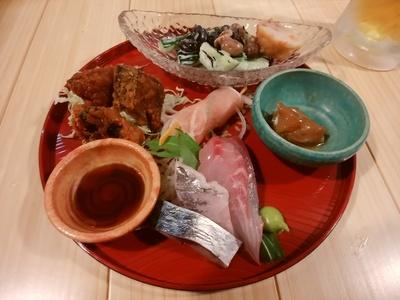 刺身盛合せ、烏賊の沖漬け、旬の野菜料理、薩摩揚げ、地魚の唐揚げ、生ハムの野菜巻き