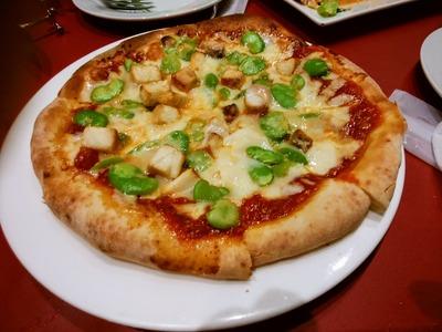 空豆と茸のピザ