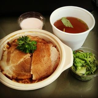 特別サービス!ローストポークと茶飯 今季最後の松茸と三つ葉のお吸い物